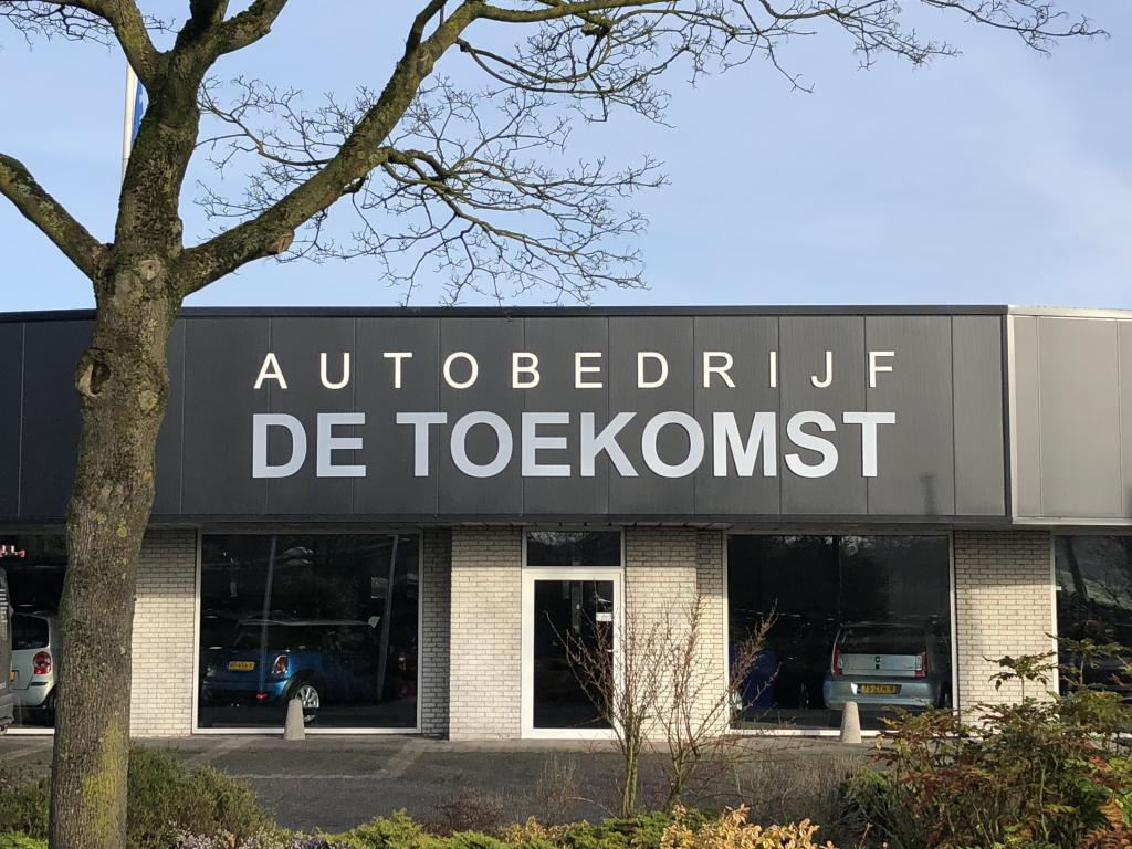 Autobedrijf De Toekomst Vlijmen.Gevelbelettering Dre Lommers